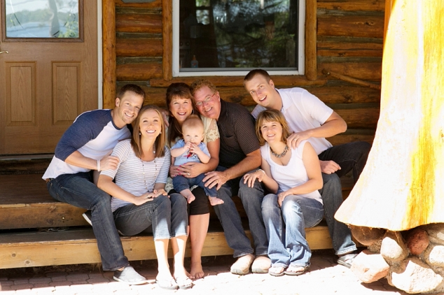 extended family photo at cabin